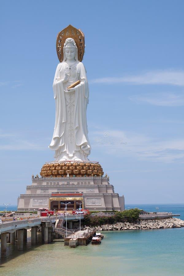 buddistiskt tempel för gudinnagualinstaty fotografering för bildbyråer