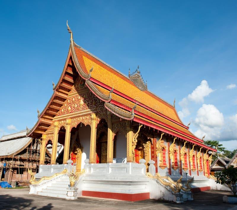 Buddistiskt tempel i Laos royaltyfria foton