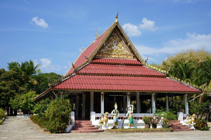Buddistiskt tempel i Laos royaltyfri bild
