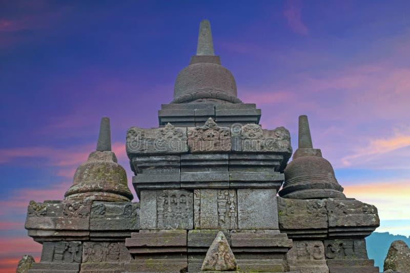 Buddisttempel Borobudur bij Zonsopgang wordt genomen die Yogyakarta, Indonesië stock afbeeldingen