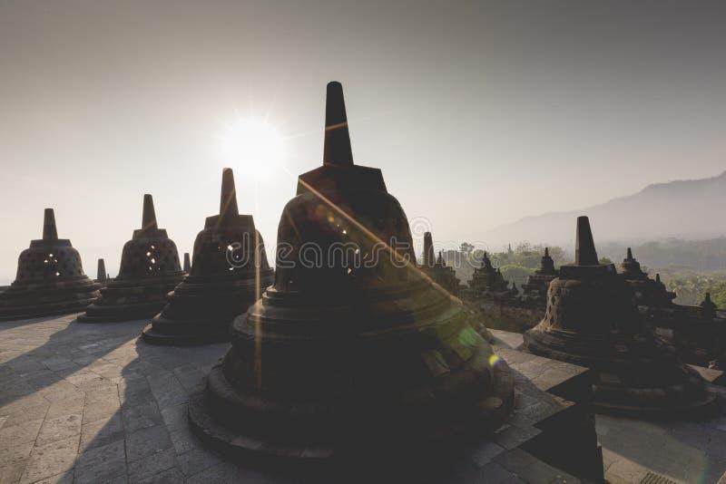 Buddisttempel Borobudur op zonsondergangachtergrond Yogyakarta Java, royalty-vrije stock fotografie