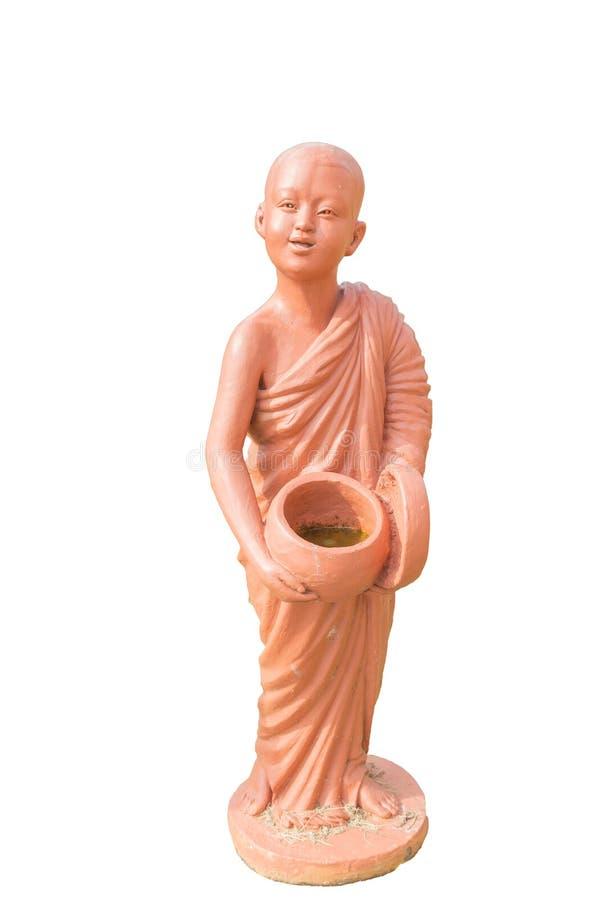 Buddyjscy nowicjusza mienia datki rzucają kulą glinianą lalę odizolowywającą na bielu zdjęcia stock