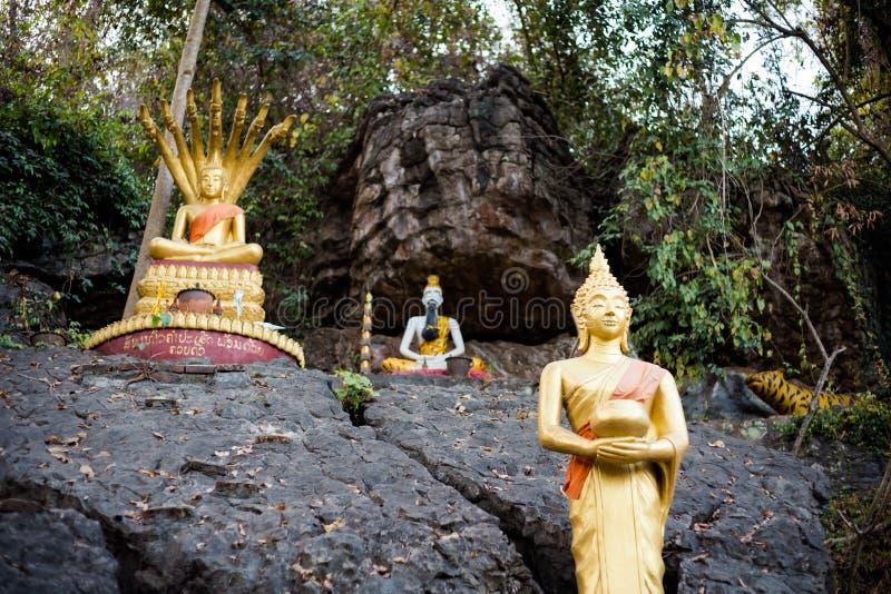 Buddyjska góry Phou Si świątynia obraz stock