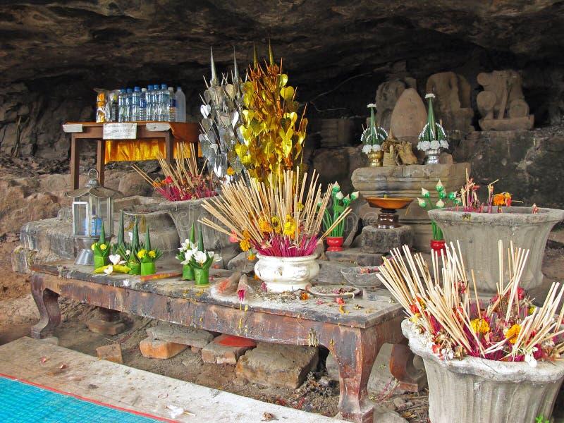 Buddyjska ofiara przy Wata Phu świątynią obrazy royalty free