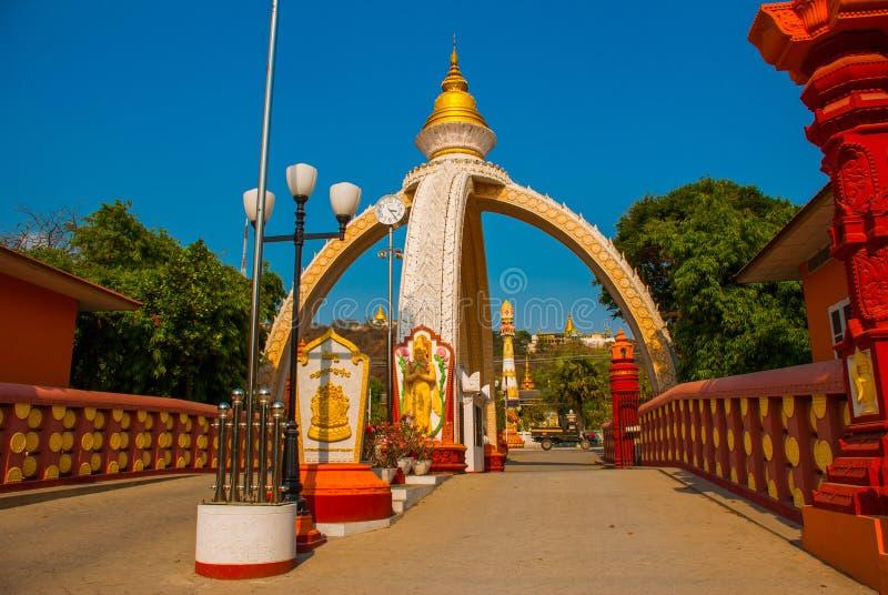 Buddyjska pagoda w miasteczku Sagaing, Myanmar obrazy royalty free
