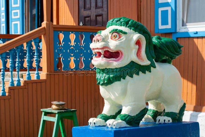Buddyjska postać śnieżny lew w Ivolginsky datsan zdjęcie royalty free