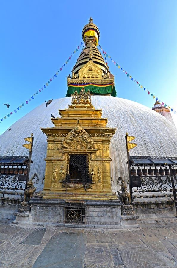 Buddyjska stupa Swayambhunath, Kathmandu zostawał nietkniętą póżniej zdjęcie stock