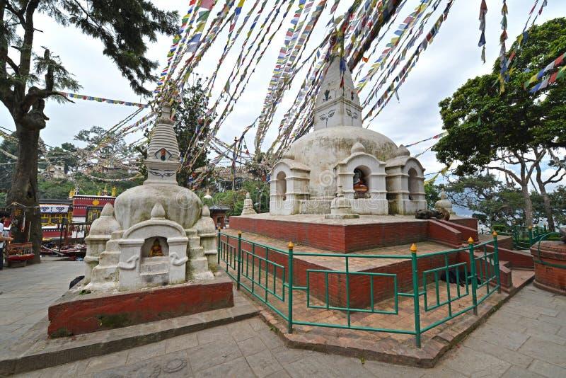 Buddyjska stupa z modlitwą zaznacza w Swayambhunath, Kathmandu, Ne zdjęcie stock
