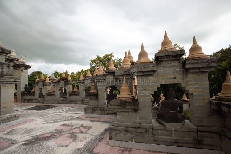 Świątynia Buddyjska : Sandstone Pagoda w Świątyni Pa Kung w Roi Et Tajlandii zdjęcie royalty free