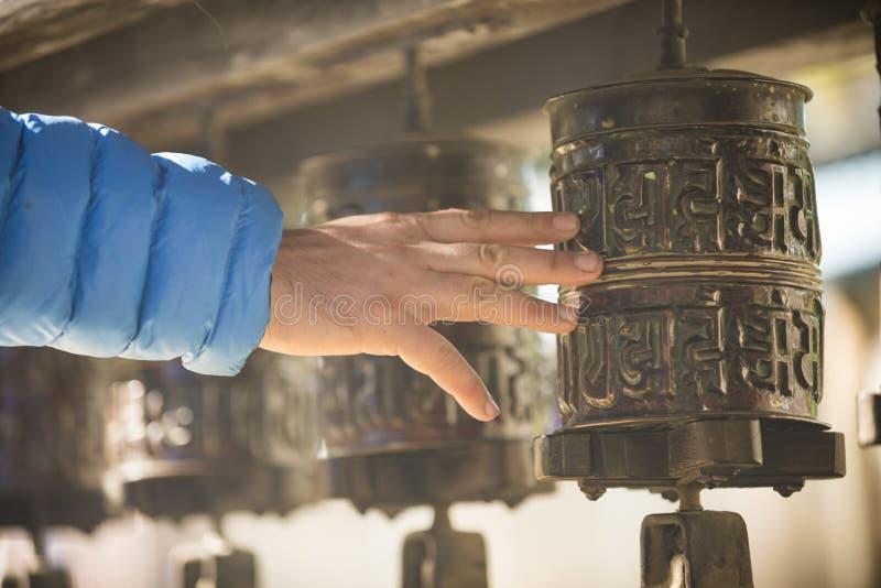 Buddyjski bęben i ręka mężczyzna 2017 obraz royalty free