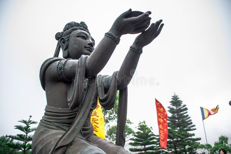 Buddyjskie statuy chwali Tian Garbnikują Buddha przy Ngong świstem, Lantau wyspa w Hong Kong, fotografia stock