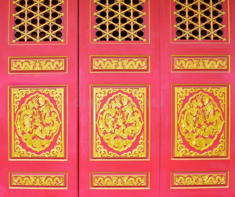 Buddyjskiej świątyni brama Wat Bora Racha Kanchana Phisake (Wat Leng Noei Yi 2) w Nonthaburi, Tajlandia fotografia stock