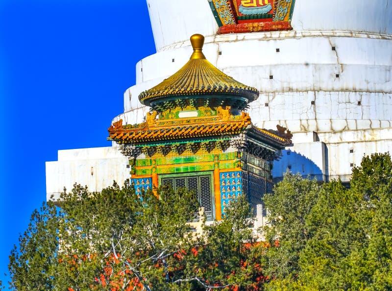 Buddyjskiej Białej Dagoba stupy Beihai jeziora Pamiątkowy park Pekin Ch obrazy stock