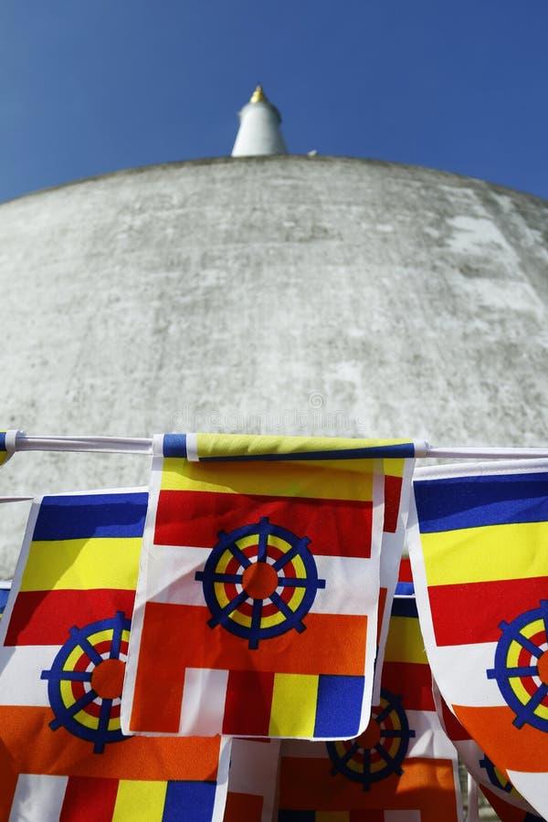 Buddysta flaga, Buddyjska stupa w sri lance, zdjęcie royalty free