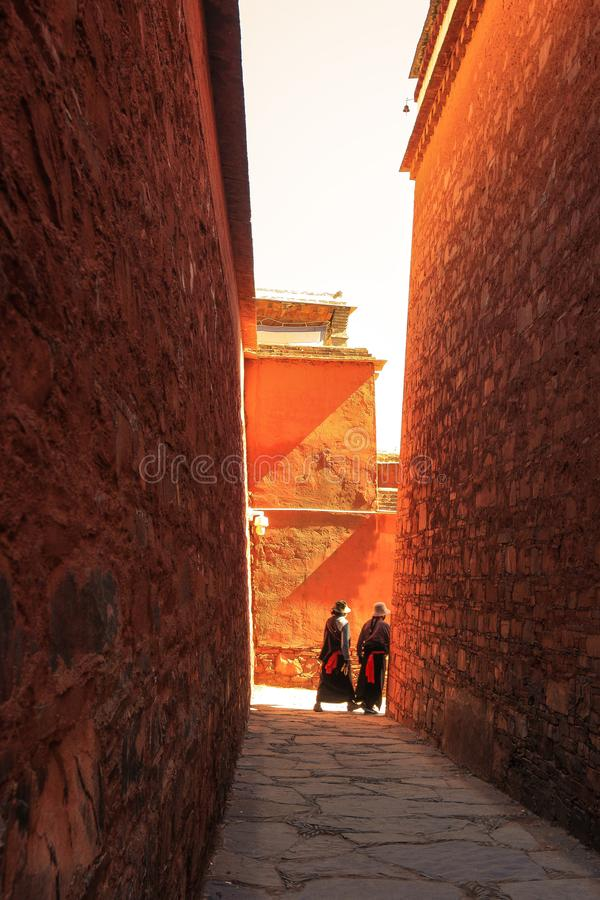 Buddysta przy Labuleng świątynią, południe Gansu, Chiny obraz royalty free