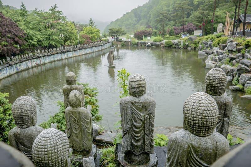 Buddysty kamień w świątyni obrazy royalty free