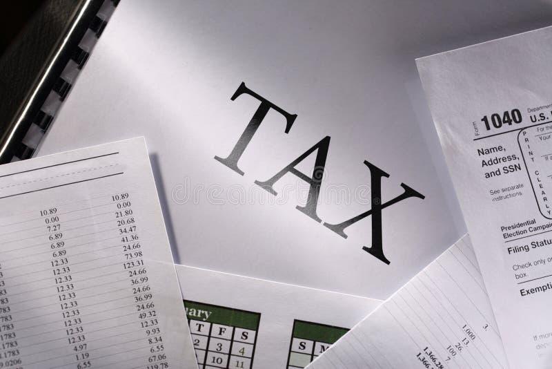 Calendrier et impôt photos stock