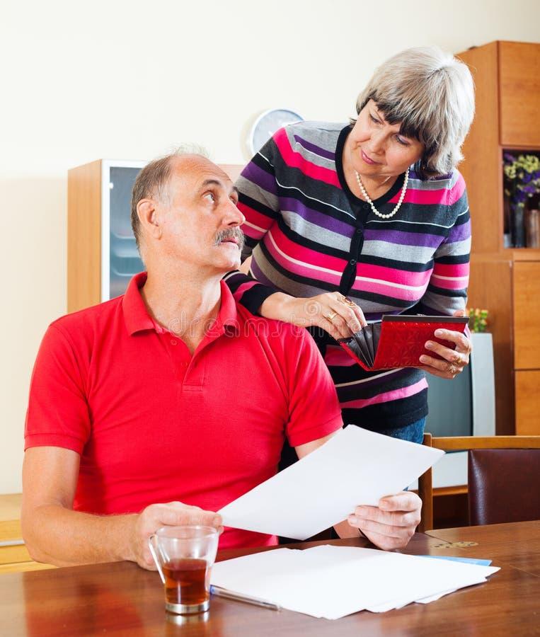 Budget de famille calculateur de couples mûrs photo libre de droits