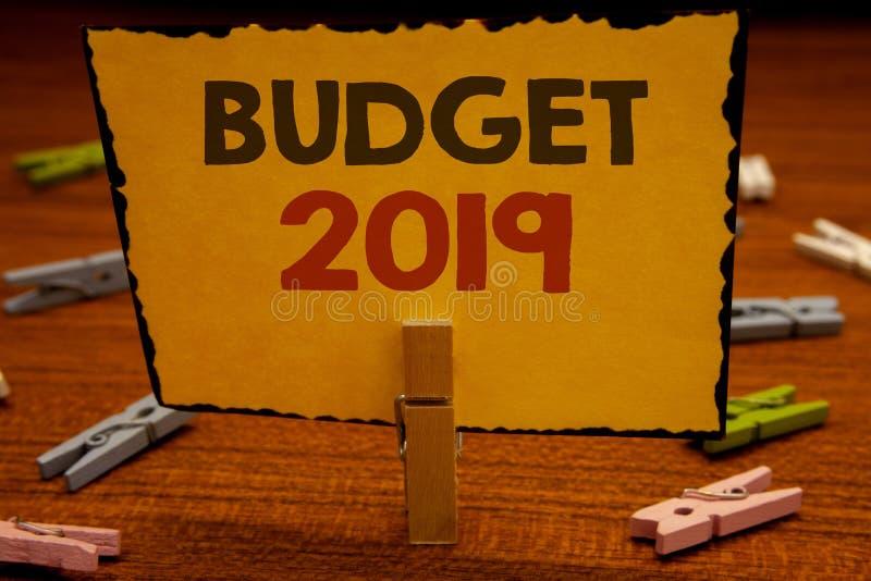 Budget 2019 des textes d'écriture de Word Le concept d'affaires pour l'évaluation de nouvelle année des revenus et les dépenses P photographie stock