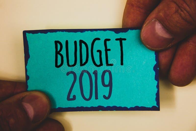 Budget 2019 des textes d'écriture de Word Le concept d'affaires pour l'évaluation de nouvelle année des revenus et les dépenses P image stock