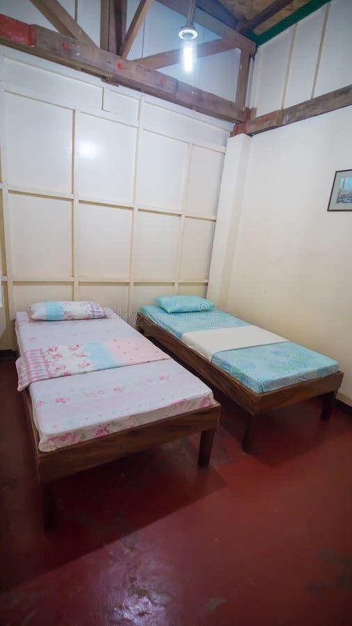 Budget-dreifacher Herberges-Raum Zwei Betten Asiatisches Land stockbild