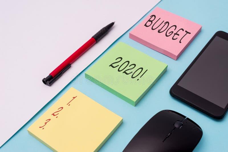 Budget 2020 f?r ordhandstiltext Affärsidé för bedömning av inkomst och förbrukning för anmärkning för nästa eller aktuellt år royaltyfri foto