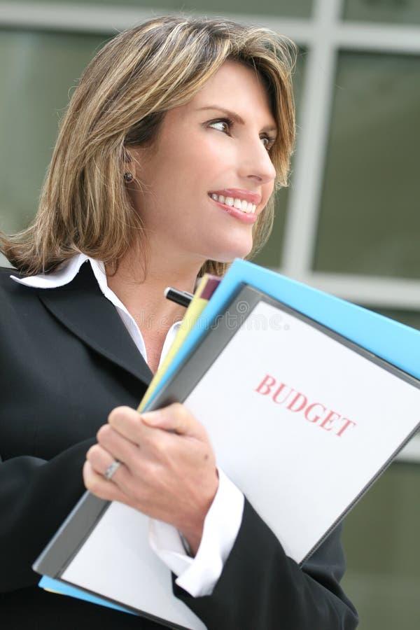 budget- lyckad kvinna för affärsplanläggning arkivfoto