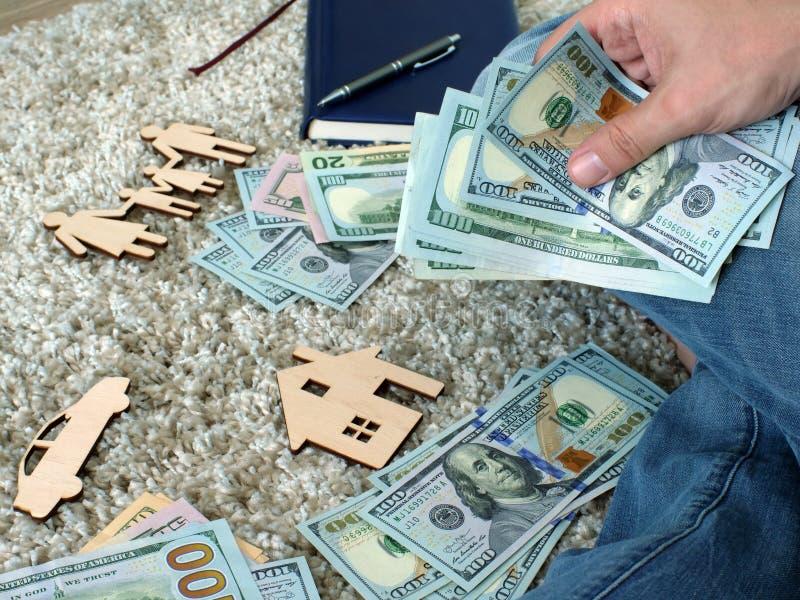 Budget mensuel et dépenses pour la maison photo stock