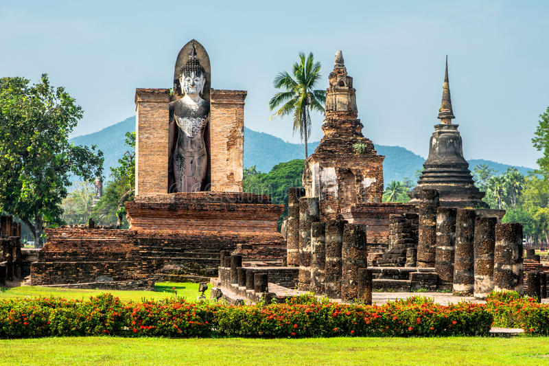 Budha de assento em Wat Mahathat, Sukhothai, Tailândia. fotos de stock royalty free
