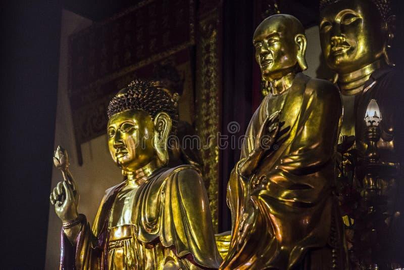 Budha dentro la pagoda dalla capitale di Hanoi del Vietnam fotografia stock libera da diritti