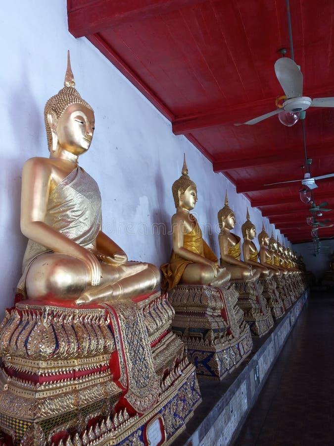 Budha-Statuen im Zustand von Lotus lizenzfreies stockbild
