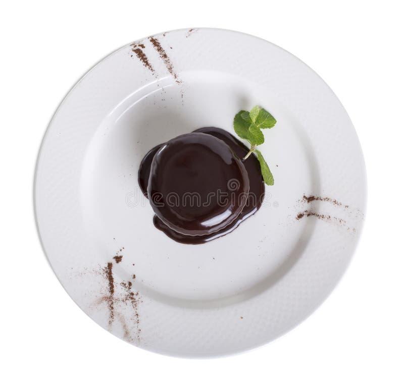 Budino al cioccolato in un fondo bianco immagini stock