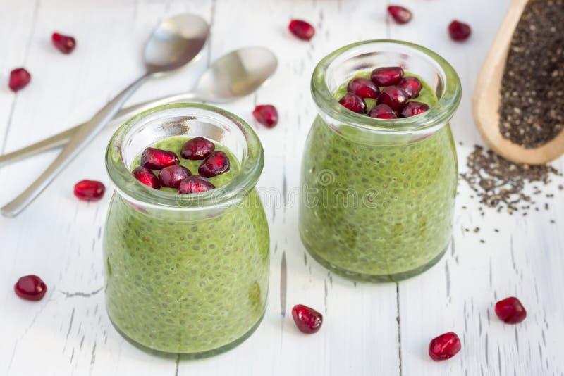 Budino del seme di Chia con il tè verde di matcha immagini stock libere da diritti
