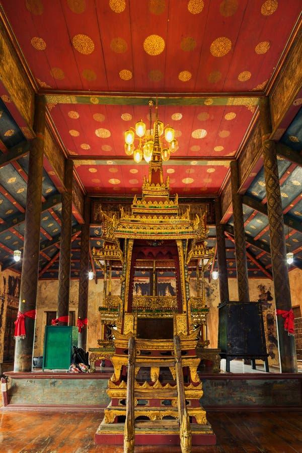Budista del púlpito fotos de archivo