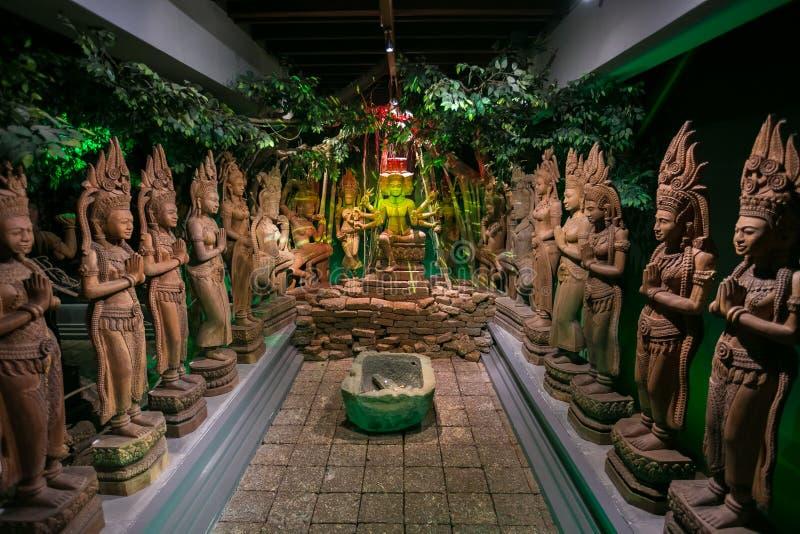 Budista tailandés en la provincia de Nakhon Pathom, Tailandia fotos de archivo