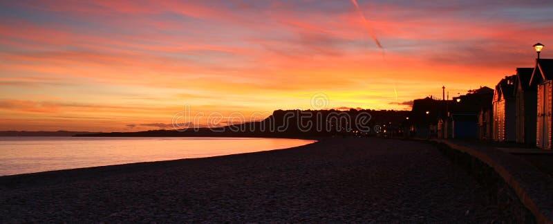 Budliegh Beachuts bei Sonnenuntergang lizenzfreies stockfoto