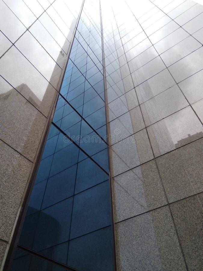 Budować i błękitny szkło obrazy royalty free