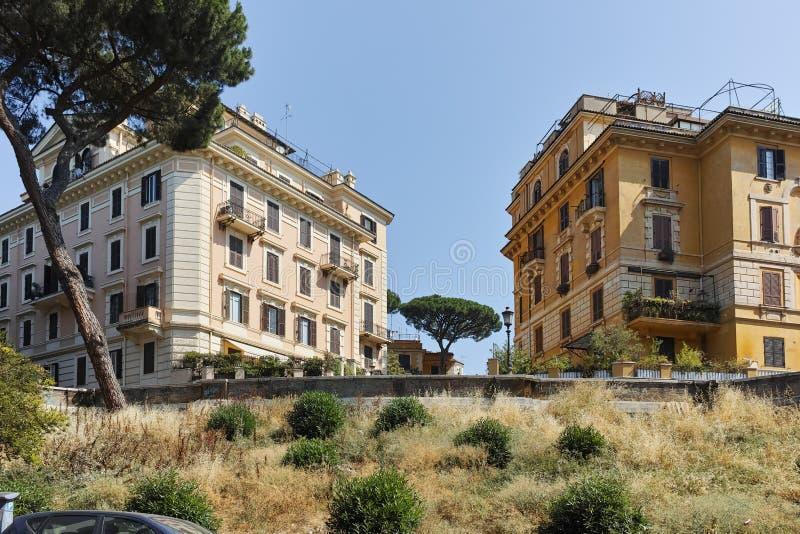 Budować i Typowa ulica w mieście Rzym, Włochy fotografia stock