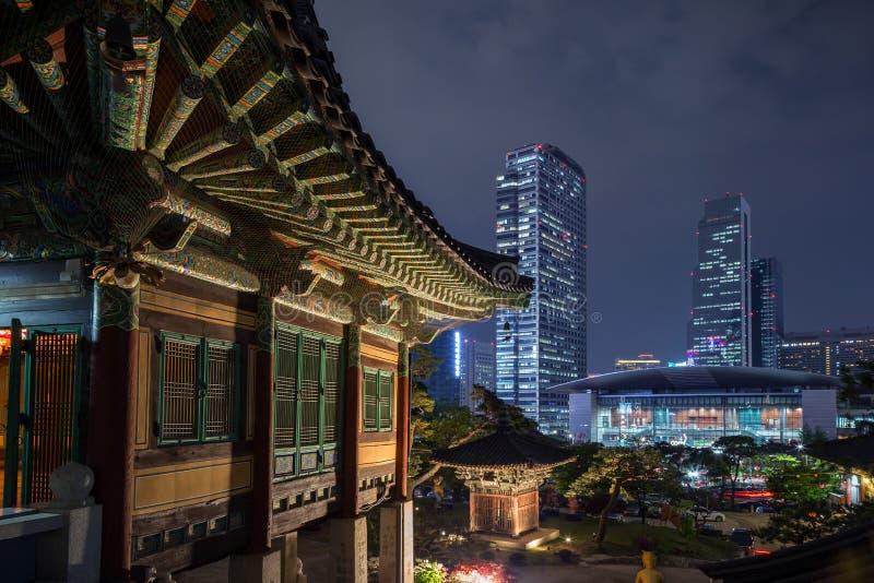 Budować przy Bongeunsa świątynią i widokiem Gangnam w Seul zdjęcia stock