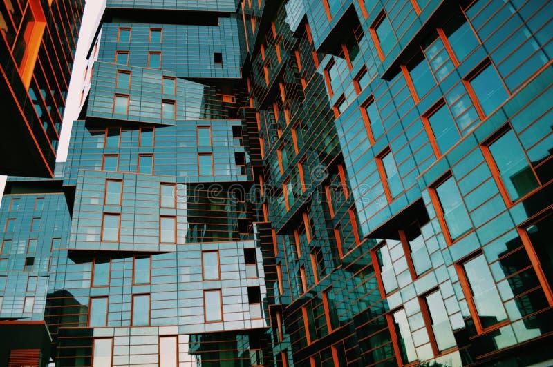 Budować w nowożytnych architektonicznych formach fotografia royalty free