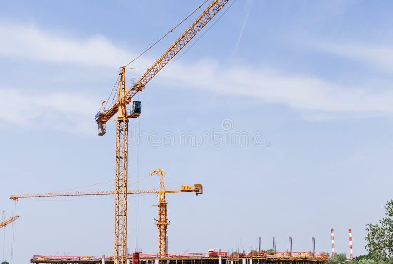 Budowa żuraw na budowie zdjęcie stock