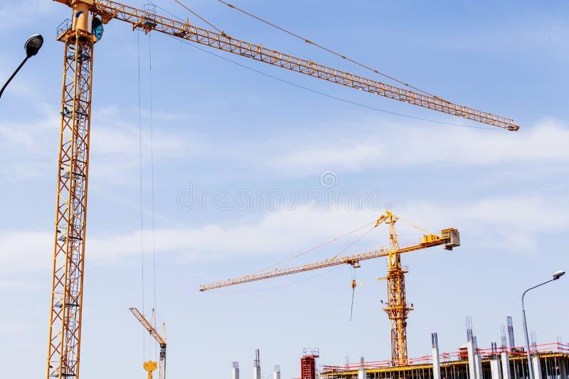 Budowa żuraw na budowie zdjęcia royalty free