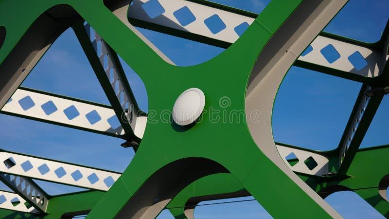 budowa abstrakcjonistyczny metal Szczegóły kruszcowy zieleń most w Bratislava, Sistani budowa przemysłowej obrazy stock