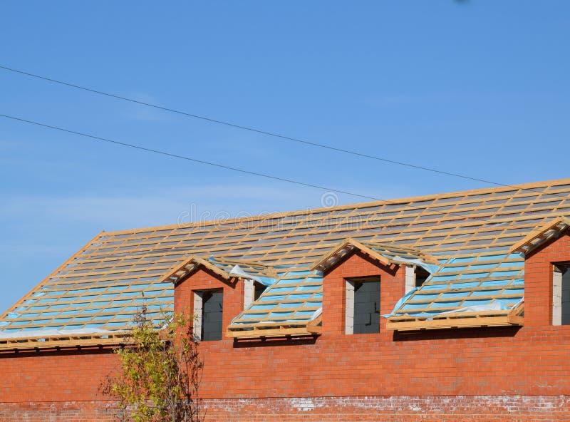 Budowa dach nowy dom Drewniani bary i opary bariera zdjęcia royalty free