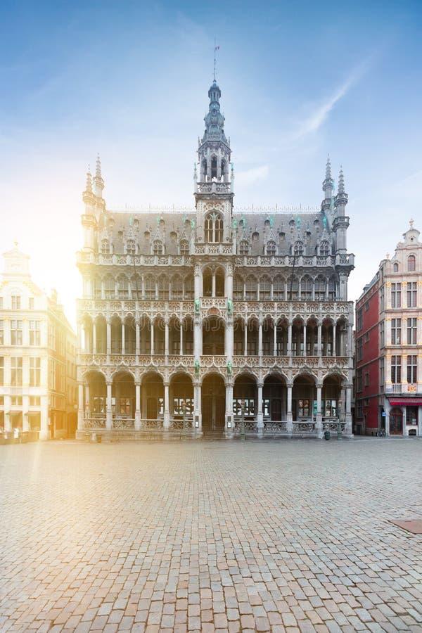 Budowa? dzwoni? kr?lewi?tko dom Du lub Maison Roi lub miasto Bruksela na g??wnym placu Grand Place muzeum obraz royalty free