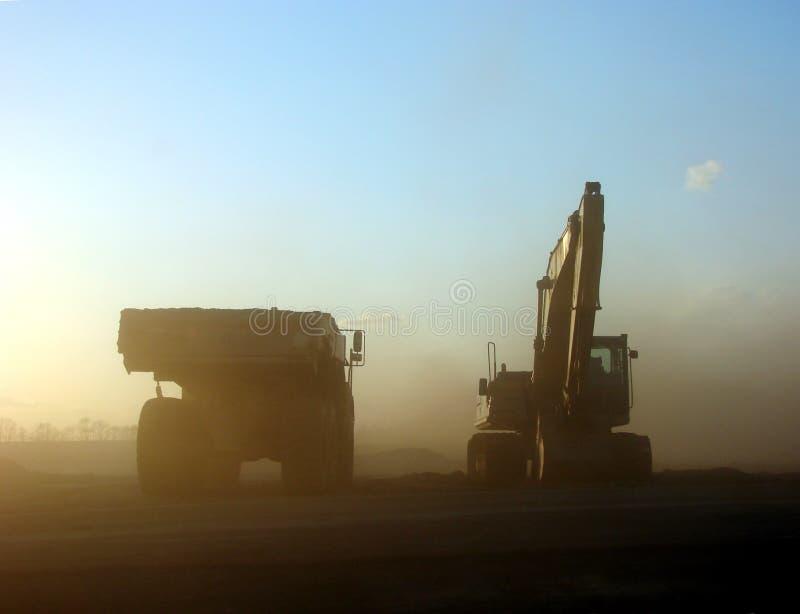 budowa ekskawatoru miejsca zakurzona ciężarówka. obraz stock