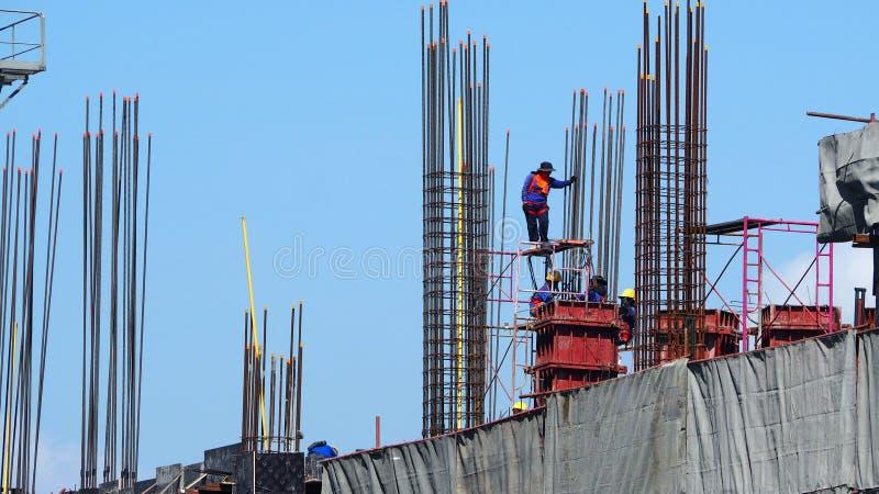 Budowa i pracownik pracuje który zdjęcia royalty free