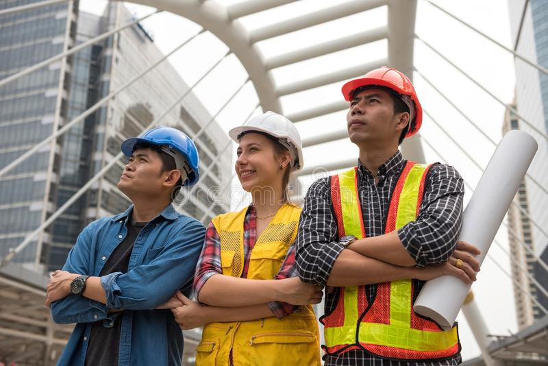 Budowa inżyniera drużyna w mieście obraz royalty free