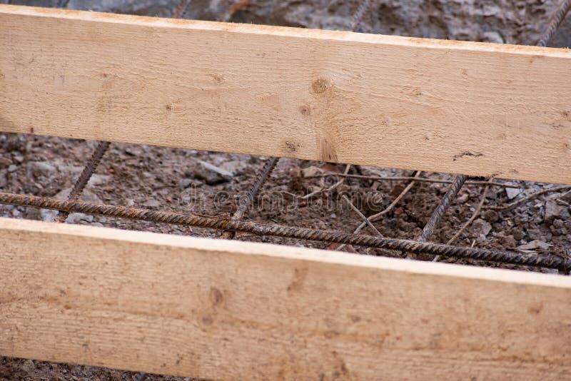 Budowa metalu siatka dla betonowych i drewnianych desek obraz royalty free