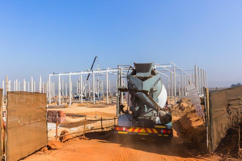 Budowa placu budowego betonu cementu ciężarówka obrazy stock
